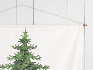 クリスマスタペストリーのハンガー風飾り方
